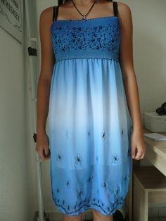 schönes blaues Blümchenkleid mit Pailetten / Strandkleid