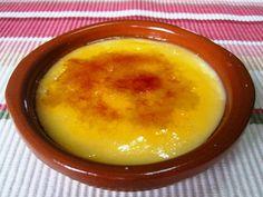 Con esta receta yo no hay excusa para disfrutar de una deliciosa y rápida crema catalana. Se hace en un momento y sin ensuciar apenas. En casa tiene mucho éxito y yo creo que se debe a esa crujiente costra de caramelo que queda en la superficie. Ingredientes ½ litro de leche 3 yemas de …