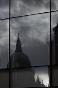 Clouds over St Paul's Cathedral, #London 16°C | 61°F #BurberryWeather