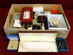 87) Good quantity of mixed jewellery Est. £15-£25