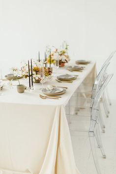 minimalist and neutral wedding decor