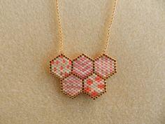 Collier motif nid d'abeille en perle miyuki