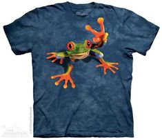 """This funny printed t-shirt image is a tree frog holding up two fingers in a """"V"""" for victory."""