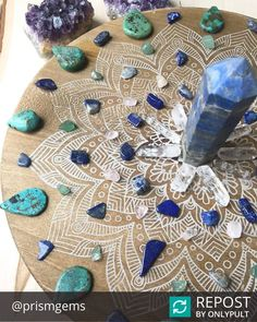 Spotted this gorgeous #crystalgrid from @prismgems and had to share!