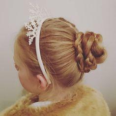 "57 likerklikk, 9 kommentarer – Louise Fife (@braidymom) på Instagram: ""Off to a birthday party #updo #braidedbun #frenchbraid #braid #partyhair #girlyhair #braidymom"""