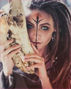 Nice as make up as a hippie nett Wie Schminkt Man Sich Als Hippie How to make up as a hippie How to make up as a hippie. How to make up as a hippie. hairstyles 8 hairstyles to make yourself Cosplay Makeup, Costume Makeup, Maquillage Voodoo, Krieger Make-up, Halloween Make Up, Halloween Face Makeup, Halloween Costumes, Viking Makeup, Warrior Makeup