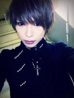 Mitsu. V[NEU]. Japanese Hairstyles, Japanese Boy, Visual Kei, Beautiful Men, Rock, Hair Styles, Artist, Pictures, Cute Men