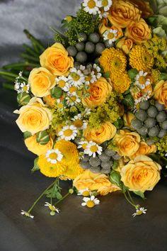 #Organic style bright yellow #wedding bouquet. teresaferrando.com