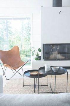 talo markki - scandinavian livingroom interior - log home - leather butterfly chair - black tables Fabric Dining Chairs, Living Room Chairs, Living Room Furniture, Living Room Decor, Home Furniture, Living Rooms, Cheap Furniture, Antique Furniture, Modern Furniture