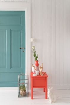 Veggen er i Jotun lady chi og døren sjøsmaragd/petrol Home Design, Home Interior Design, Interior Decorating, Interior Door, Inspiration Design, Interior Inspiration, Front Door Colors, Piece A Vivre, Deco Design