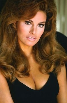 Movie Market - Photograph & Poster of Raquel Welch 256592 Rachel Welch, Vintage Hollywood, Classic Hollywood, Divas, Actrices Hollywood, Sophia Loren, Vintage Glamour, Up Girl, Classic Beauty