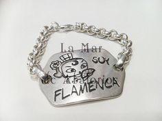 Otra idea, la puedes llevar con cadena y todo lo tienes en Lamardeabalorios.com