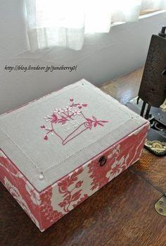 刺しゅうとカルトナージュのお裁縫箱