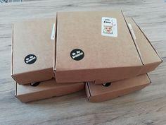 Les box broderie machine sont prêtes à être expédiés : doudou panda roux, attrape rêve, porte-clés flamant rose et tête de mort mexicaine, pochette tropicale, pochon et cotons démaquillants #box #broderie #broderiemachine #diy #tuto #faitmain Greater Flamingo, Red Heads, Tropical