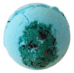 The stunning Island Bungalow bath bomb is inspired by the overwater bungalows in Bora Bora! - A beach breeze scent with a splash of mango and coconut. - Ocean blue color with teal Dead Sea salt. - Loa