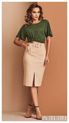 Look Office, Khaki Skirt, Pencil Skirt Outfits, Work Skirts, Blouse Styles, Feminine Style, Western Wear, Day Dresses, High Waisted Skirt