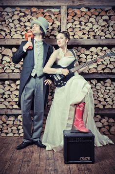 Escolher as músicas para o dia dia do casamento pode ser um verdadeiro martírio. Por isso, criei uma lista que vos poderá ajudar a escolher... http://casarcomestilo.com/musicas-para-casamento/