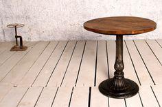 Höj och sänkbart cafebord av återvunnet trä