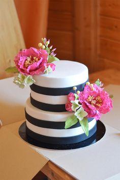 Black-white wedding cake with sugar flowers Black And Gold Cake, Black And White Wedding Cake, Black White, Golden Birthday, 50 Birthday, White Birthday Cakes, Striped Cake, 50th Cake, Diy Cake