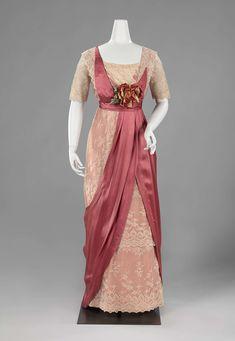 1911-1912, the Netherlands - Evening dress by Antoinetta Francisca Helena Mulder - Satin, silk, crêpe georgette, velvet, cotton, metal