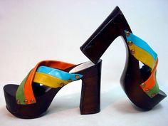 for amanda Wooden Platform FLAMING FAMOLARE'S Disco Shoes 4 Heels Sz 8 - wooden platform flaming famolares. (lostnfoundvintage on wooden platform flaming famolares. (lostnfoundvintage on etsy) Disco Shoes, 70s Shoes, Me Too Shoes, 70s Fashion, Fashion Shoes, Vintage Fashion, Mode Pop, 70s Aesthetic, Look Retro