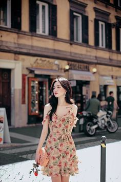 Image in amelia 8 collection by on we heart it dresses di 2019 сти Korean Girl Fashion, Korean Fashion Trends, Ulzzang Fashion, Cute Fashion, Asian Fashion, Look Fashion, Fashion Design, 2000s Fashion, European Fashion