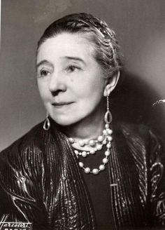 Jeanne Lanvin, Founder of World's Oldest Fashion House |