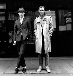 """London, England 1980 """"Paul Weller (The Jam) finally met his hero Pete Townshend (The Who) outside the famous Marquee Club where both bands had probably played."""" (Morrison Hotel Gallery) I just love. Swinging London, Roger Daltrey, Beastie Boys, Run Dmc, Blue Soul, I Love Music, Perfect Music, The Style Council, Hip Hop"""