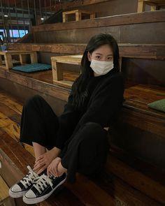Aesthetic Couple, Korean Aesthetic, Aesthetic Photo, Aesthetic Girl, Korean Girl Fashion, Korean Street Fashion, Kendalll Jenner, Pretty Korean Girls, Ulzzang Korean Girl