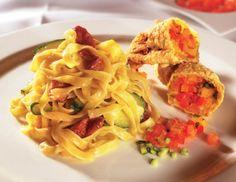 Tagliatelle mit gebackenen Zucchiniblüten Spaghetti, Cooking, Ethnic Recipes, Food, Floral, Zucchini Flowers, Peeling Potatoes, Side Dishes, Amazing