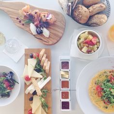 BREAKFAST WANDERLUST: A very strong and irresistible desire to travel the world and explore cultures through eating the most delicious local breakfasts. In Santorini, breakfast at @katikieshotel does it. They even have edible flowers, gluten free bread and starfruit.