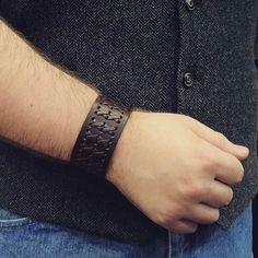 Leather bracelet #leather #bracelet #leatherbracelet #bracelets #braceletleather #menbracelet #menbracelets #mensbracelet #mensbracelets #western #vest #woolvest #jeans #jeans👖 #jean #denim #denimjeans #style #fashion #accessories #acessory