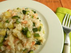 Risotto con zucchine e salmone Baby Food Recipes, Rice Recipes, Healthy Recipes, Italian Main Courses, Easy Cooking, Cooking Recipes, Pizza E Pasta, Italy Food, How To Cook Pasta