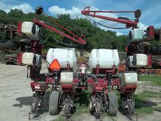 White 5100 planter / drill salvaged for used parts. This unit is available at All States Ag Parts in Ft. Atkinson, IA. Call 877-530-3010 parts. Unit ID#: EQ-24495. The photo depicts the equipment in the condition it arrived at our salvage yard. Parts shown may or may not still be available. http://www.TractorPartsASAP.com