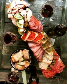 Sandwich Shops, Tapas Bar, Artisan Food, Getting Hungry, Wine Cheese, Charcuterie Board, Prosciutto, Restaurant Design, Snakes