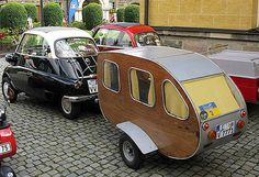 BMW Isetta with wood-sided camper trailer. Mini Camper, Mini Caravan, Camper Caravan, Camper Van, Vintage Caravans, Vintage Travel Trailers, Vintage Campers, Bmw Isetta 300, Kombi Trailer