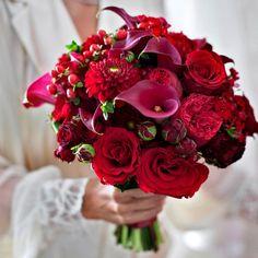 Morlotti Studio - Sweetness of the bride   Red Bouquet #wedding #matrimonio #bouquet #bride #red #flowers