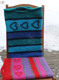 Ingridstua: Tovet sitteunderlag Wrap Pattern, Crochet Pattern, Fingerless Mitts, Crochet Stitches, Mittens, Diy And Crafts, Ravelry, Sewing, Knitting