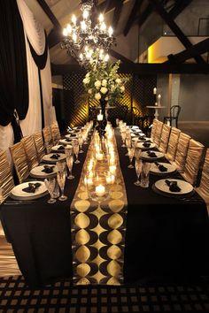 Black Gold Wedding Black and gold wedding inspiration Gatsby Wedding, Gold Wedding, Wedding Table, Wedding Reception, Wedding Black, Wedding Dinner, Trendy Wedding, Prohibition Wedding, Gatsby Theme