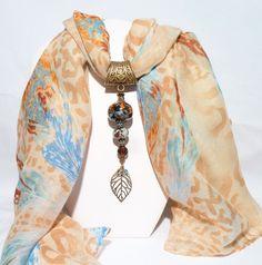 Bijou de foulard avec perles et son foulard