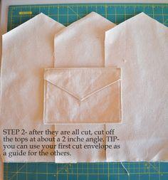 DIY Valentine Fabric Envelopes- and use them for a Valentine Advent - Craft-O-Maniac Fabric Crafts, Sewing Crafts, Sewing Projects, Fun Crafts, Diy And Crafts, Crafts For Kids, Sewing Hacks, Sewing Tutorials, Craft Tutorials