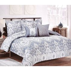 Bring a chic boho appeal into your bedroom using this lovely bedding set. Features a light blue and grey color tone with a mixed paisley motif pattern. – Set includes: – 1- 90″ x 90″ queen comforter,
