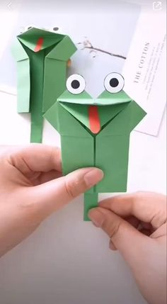 Paper crafts are really cool with their fine designs illustrating some of the best of creative ideas. Enjoy it! # origami paper art How to Make a Paper Frog Toy Diy Crafts For Kids Easy, Easy Halloween Crafts, Diy Crafts Hacks, Creative Crafts, Creative Ideas, How To Make Crafts, Easy Origami For Kids, Kids Diy, Summer Crafts