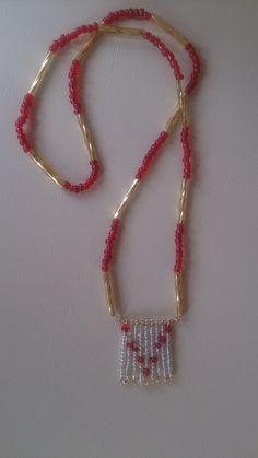 Perlenkette in rot/gold, ohne Verschluss von Deichatelier. www.deichatelier.de