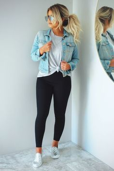 26 Ladies Outfit Trends That Will Make You Look Stylish Outfit Outfit Spring summer fashion outfits! Casual fashion cute and chic teenage outfits how to wear casual outfits ideas 2019 winter outfits Look Legging, Vetement Fashion, Elegantes Outfit, Outfit Jeans, Cute Jean Jacket Outfits, Black Jeans Outfit Fall, Black Outfits, Dress Jean Jacket, Speing Outfits