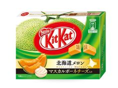 3 Bar Box Hokkaido Melon with Mascarpone Cheese Flavor Limited Edition Flavor Japanese Kit Kat, Japanese Candy, Chocolates, Kit Kat Flavors, Japanese Snacks, Japanese Sweets, Japanese Food, Mascarpone Cheese, Food Packaging Design