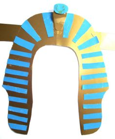 Dress up as Pharaoh by making this pharoh's headdress craft for kids. Great for an Ancient Egypt theme or perhaps for Bible studies. Egyptian Costume Kids, Egyptian Crafts, Egyptian Party, Egyptian Jewelry, Ancient Egypt For Kids, Ancient Aliens, Ancient History, Pharaoh Costume, Kids Dress Up