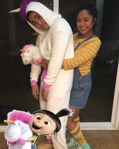 Couples Who Clearly Won The Halloween Costume Game Disney Couple Costumes, Couples Halloween Outfits, Cool Couple Halloween Costumes, Cute Couples Costumes, Trendy Halloween, Halloween Kostüm, Despicable Me Halloween, Couple Costume Ideas, Clever Couple Costumes