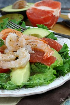 Grapefruit Avocado Shrimp Salad - a beautiful salad that full of flavors and textures from tar and tangy to creamy and crunchy, it's a flavor explosion!