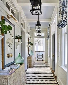 We love a hallway shot.  What's not to love about this jaw droppingly beautiful hallway? Featuring @wintonhouseaustralia's Bunny Williams…